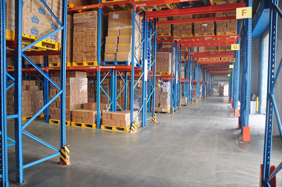 China First In Late Out Heavy Duty Pallet Racks Upright 90 X 70 X 2.5 MM For Chemicals Industrial supplier